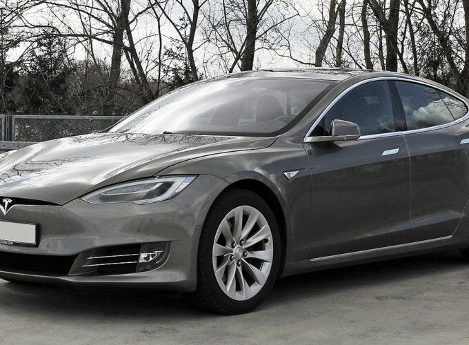 Tesla a řidiči