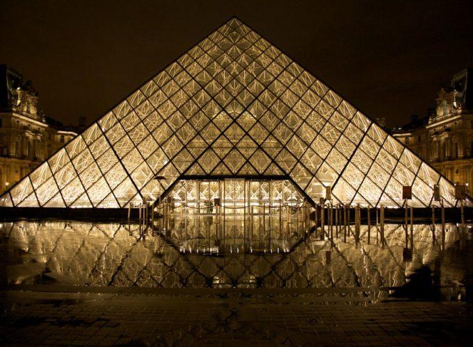 Věděli jste, že jste mohli přespat v pyramidě Louvru?
