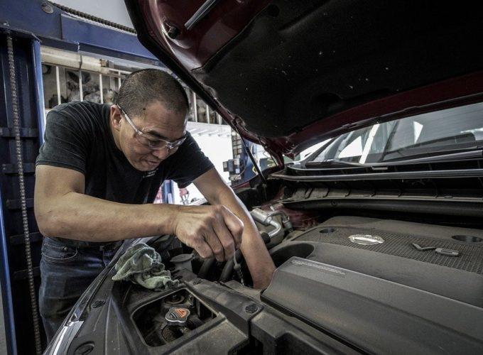 Při domácích opravách aut dochází k mnoha chybám